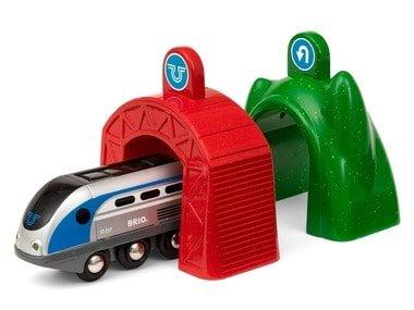 BRIO World Lokomotiva s aktivními tunely SMART TECH